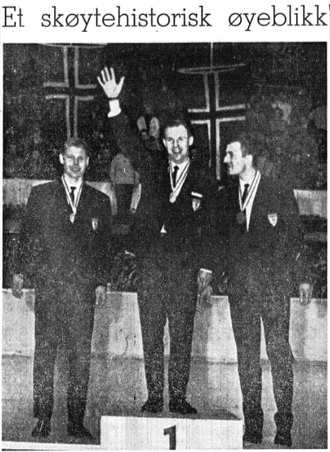 """Overskrift fra Stavanger Aftenblad 6.2.1964: """"Et skøytehistorisk øyeblikk"""", med bilde av de 3 medaljevinnerne"""