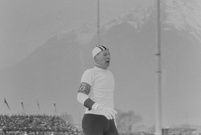 Knut Johannesen har nettopp gått i mål til gull på 5000 m under OL i Innsbruck 1964.