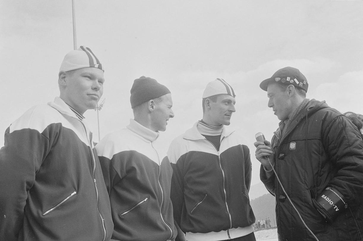 Bilde av Per Ivar Moe, Knut Johannesen og Fred Anton Maier som intervjues av NRKs Knut Bjørnse
