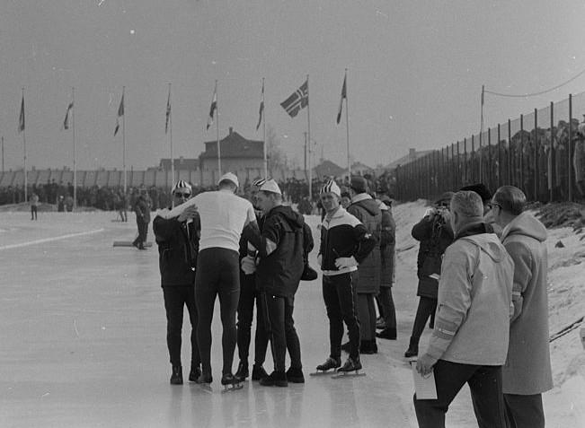 Per Ivar Moe tas i mot av norske ledere etter sin 5000 m under OL i Innsbruck.