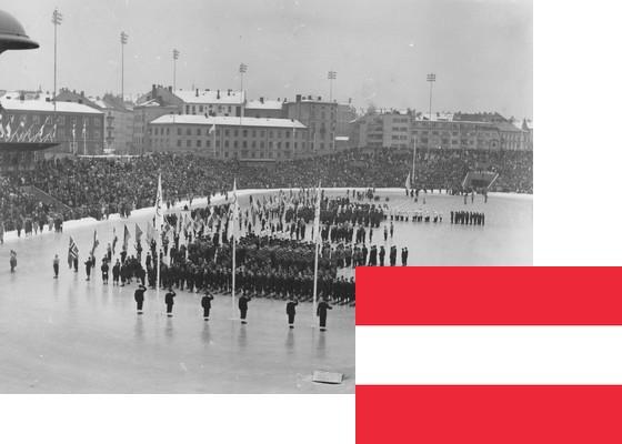 Bildemontasje med Østerrikes flagg over et bilde fra åpningsseremonien på Bislett stadion 15.2.1952 (Foto: P.A. Røstad / Oslo Museum)
