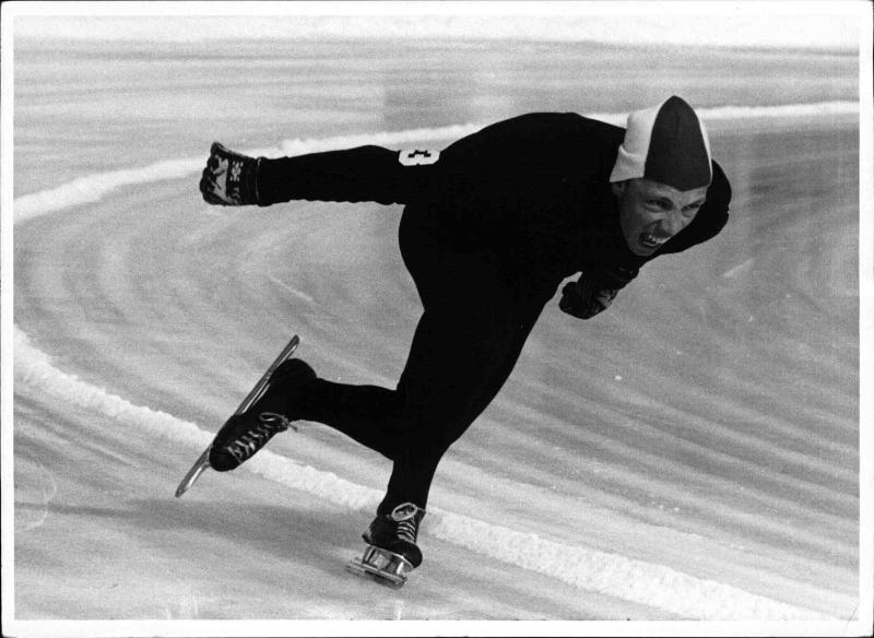 Bilde av Franz Offenberger i aksjon på skøytebanen.