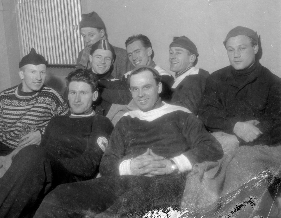 Bilde tatt i garderoben under Falkens internasjonale skøyteløp i Trondheim 10.-11. januar 1953.