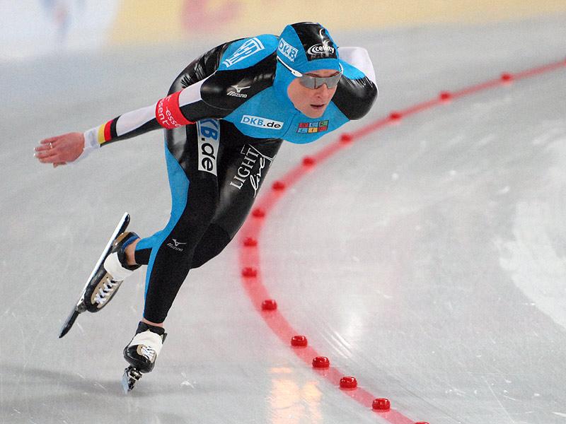 Bilde av Claudia Pechstein i aksjon under verdenscupen på Hamar i 2008.