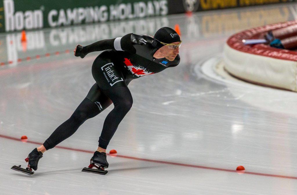 Bilde av den nederlandsk-canadiske skøyteløperen Ted Jan Bloemen på 5000 m under VM enkeltdistanser i 2019. (Foto: Reidar Langkjær)