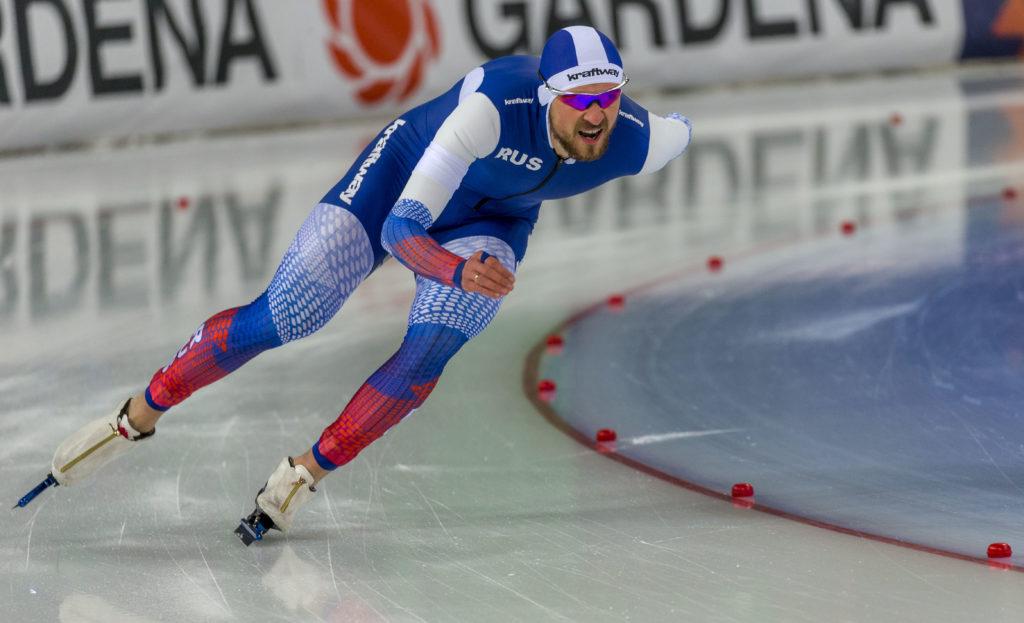 Bilde av den russiske skøyteløperen Denis Juskov.