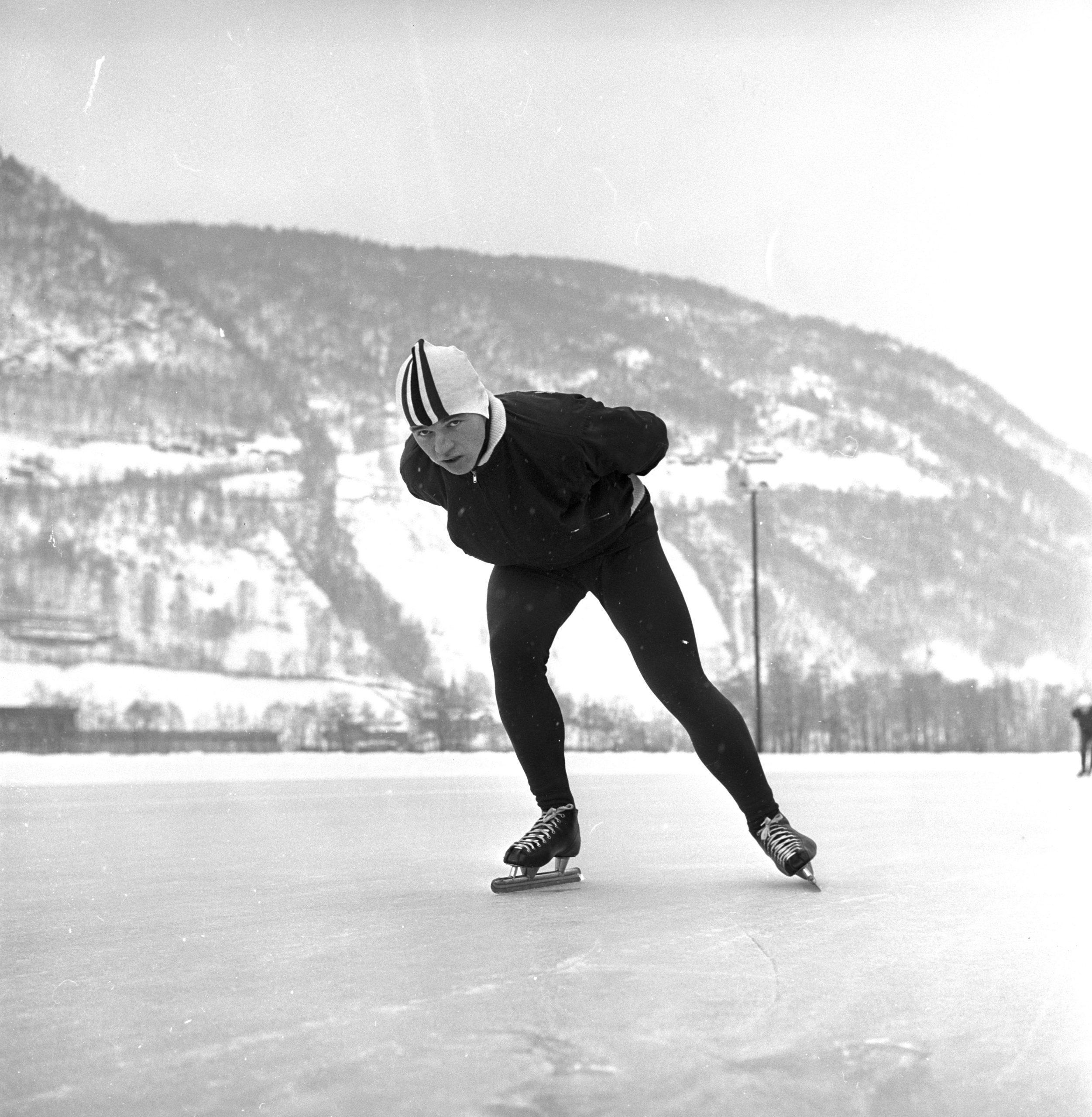 Bilde av skøyteløperen Villy Haugen.